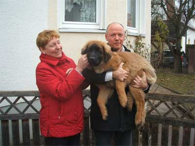 Indian Sky of-lion-dream mit ihrer neuen Familie